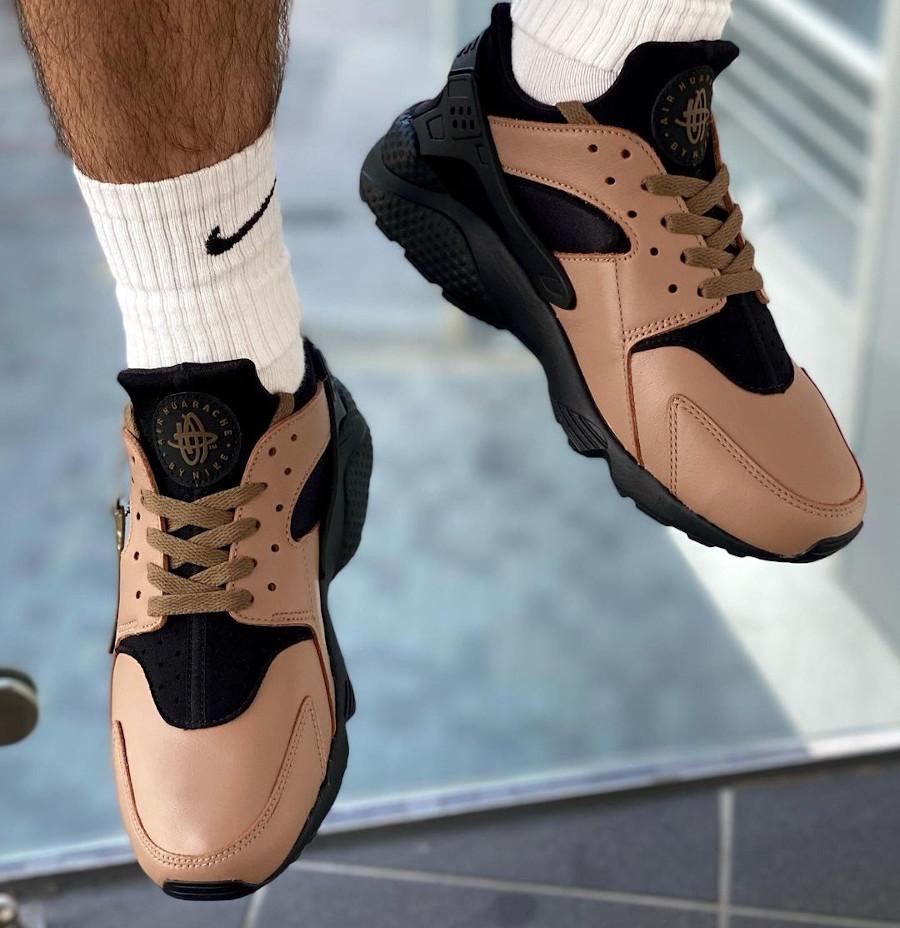 Nike-Air-Huarache-Leather-marron-3-on-feet (2)