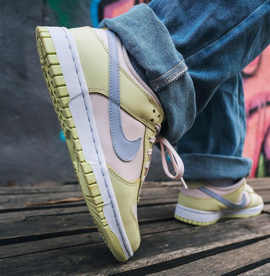 Nike Dunk Low 2021 vert rose et violet doux on feet (1)