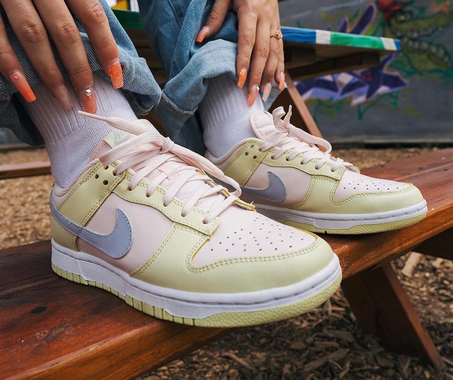 Nike Dunk Low 2021 vert rose et violet doux on feet (2)