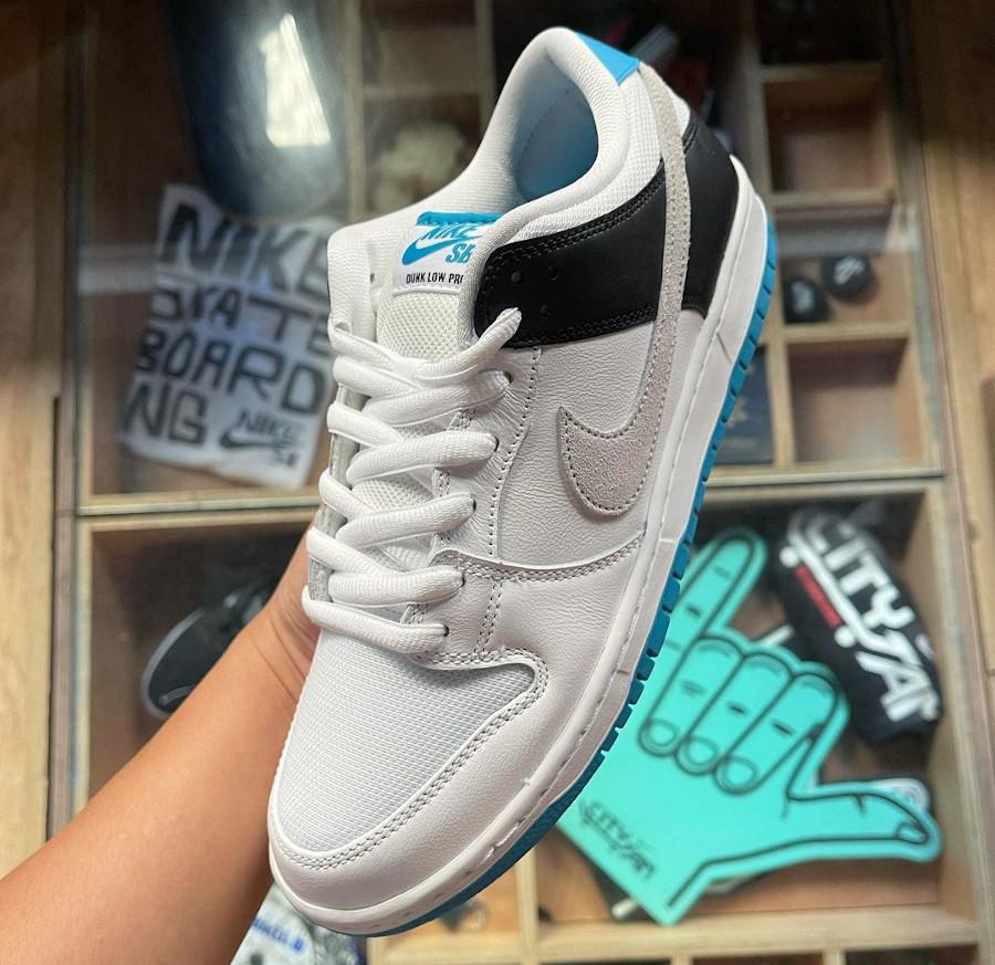 Nike Dunk Low Pro SB bleue blanche et noire (1)