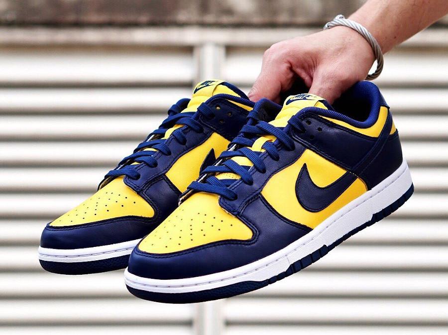 Nike Dunk Low bleu foncé et jaune (1)