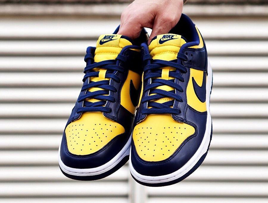 Nike Dunk Low bleu foncé et jaune (2)