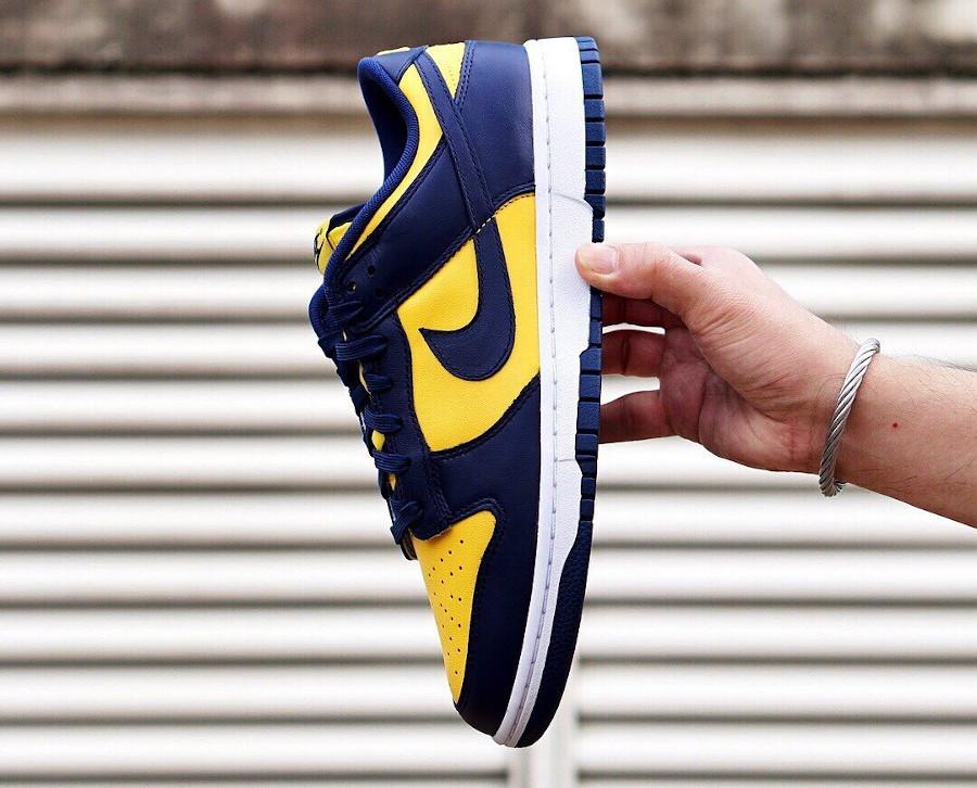 Nike Dunk Low bleu foncé et jaune (4)