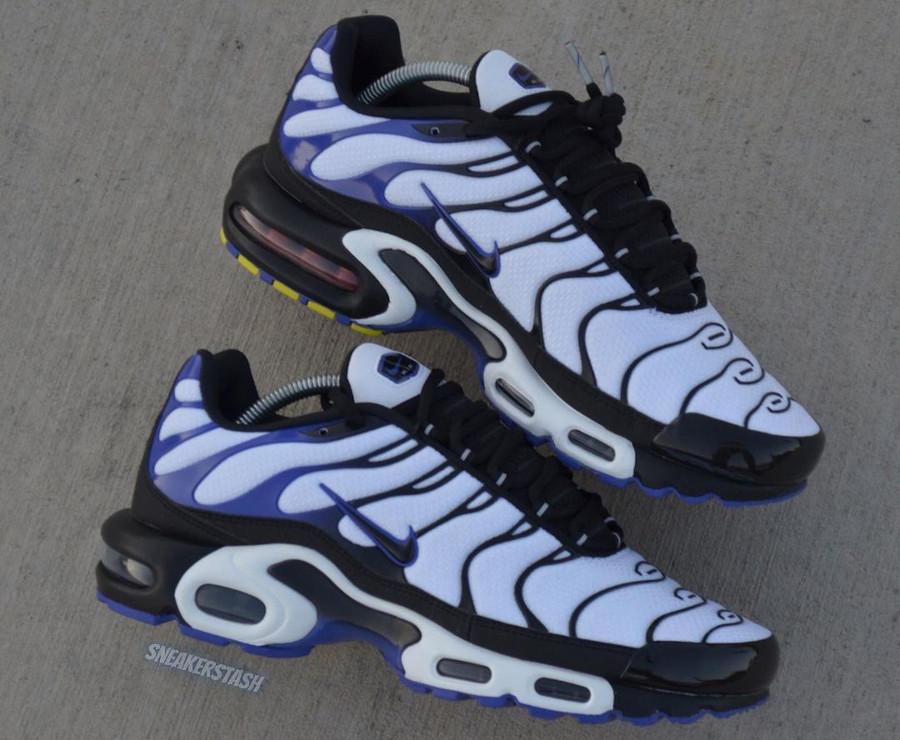 Nike Tuned 1 blanche noire et violacé (1)