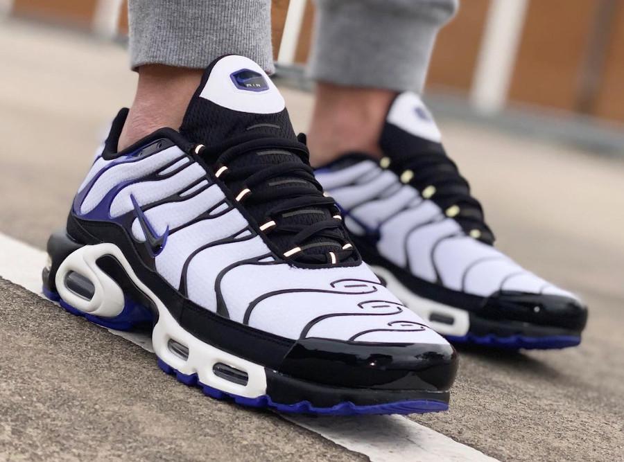 Nike Tuned 1 blanche noire et violacé (5)
