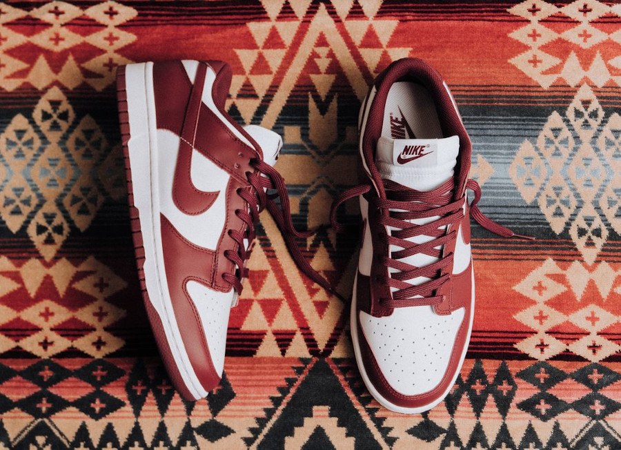 Nike Wmns Dunk Low Bordeaux Team Red White 2021