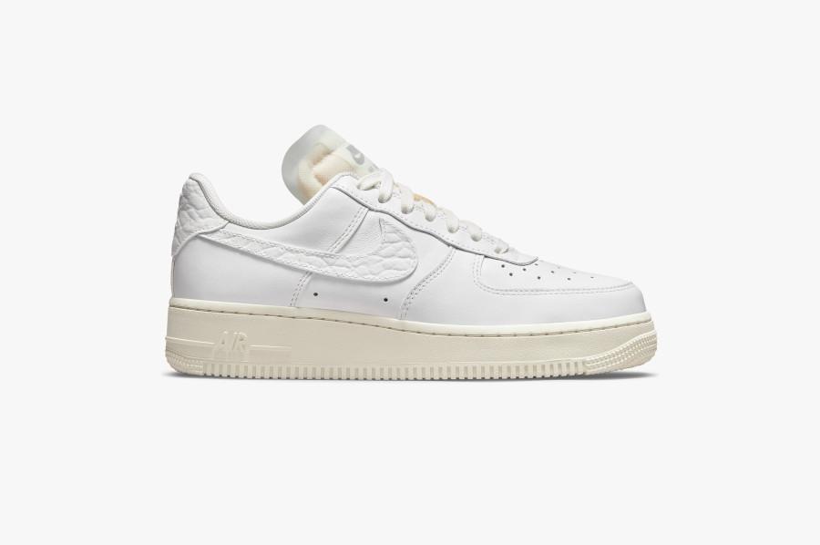 Women's Nike Air Force 1 blanche avec des pierres précieuses (1)