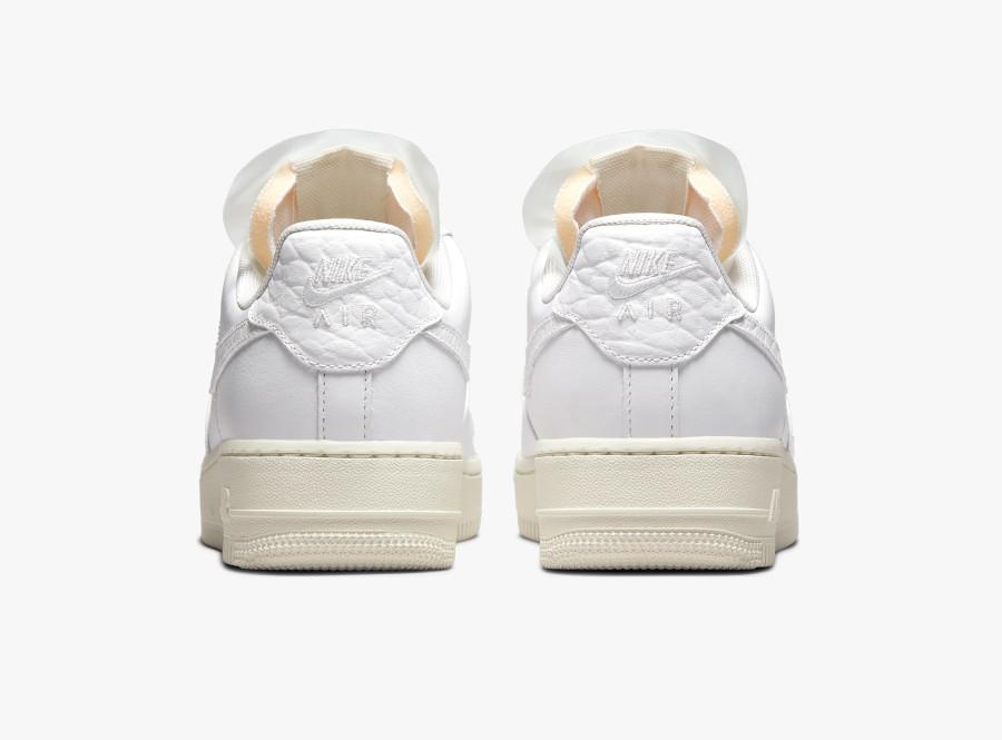 Women's Nike Air Force 1 blanche avec des pierres précieuses (2)