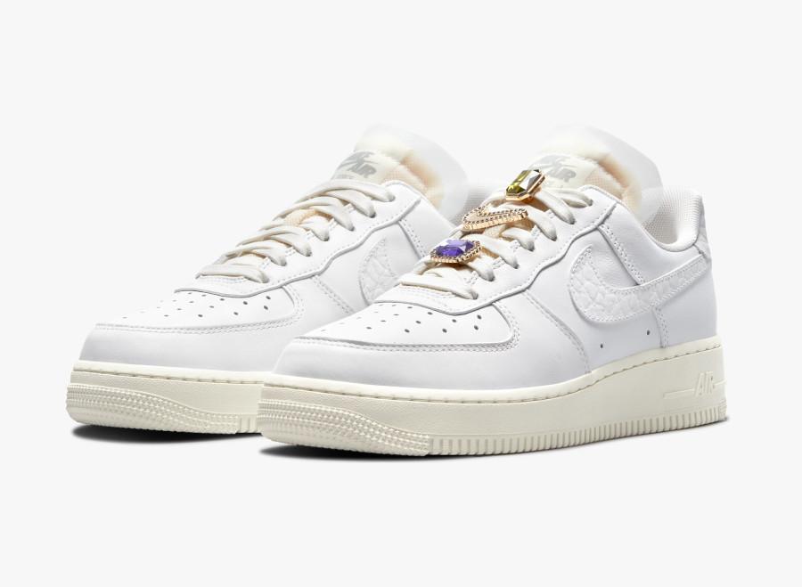 Women's Nike Air Force 1 blanche avec des pierres précieuses (3)