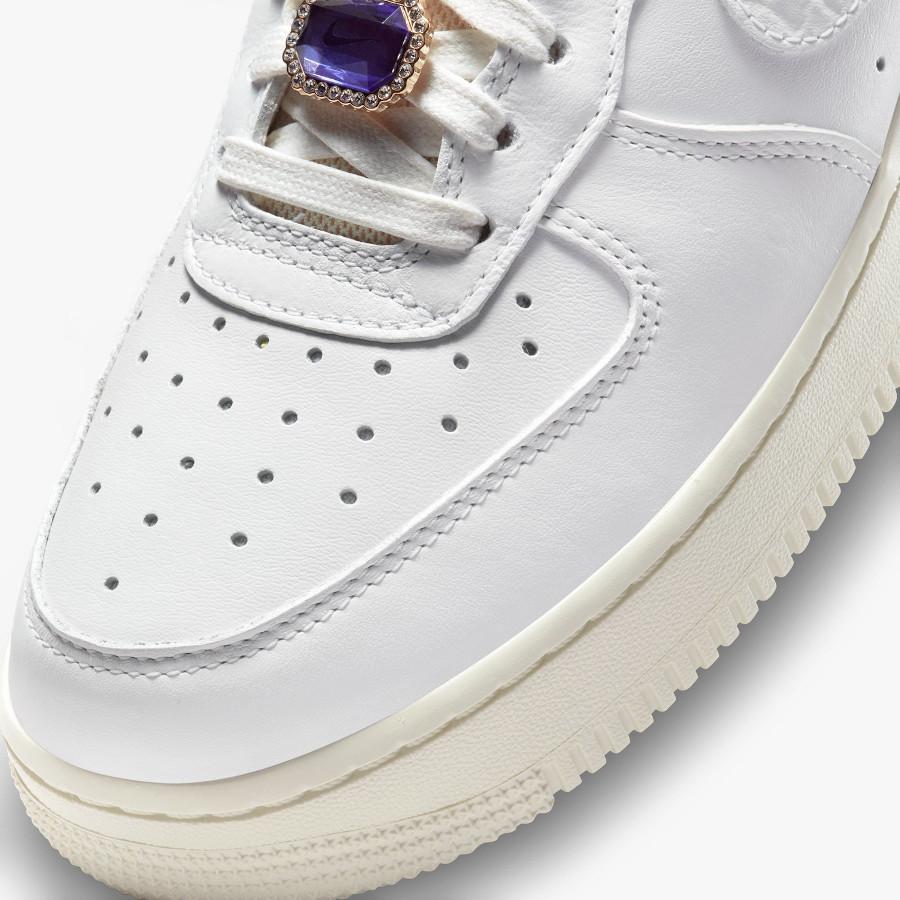 Women's Nike Air Force 1 blanche avec des pierres précieuses (6)