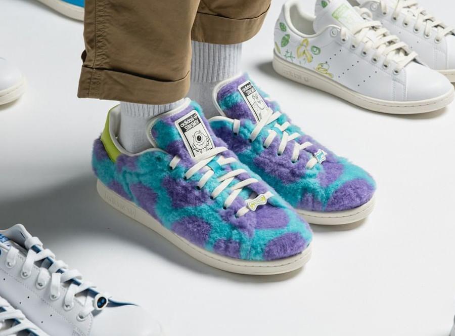 Adidas Stan Smith en peluche violette et bleue on feet
