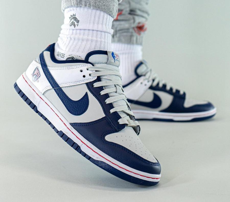 Nike Dunk Low 2021 blanche grise et bleu foncé (3)