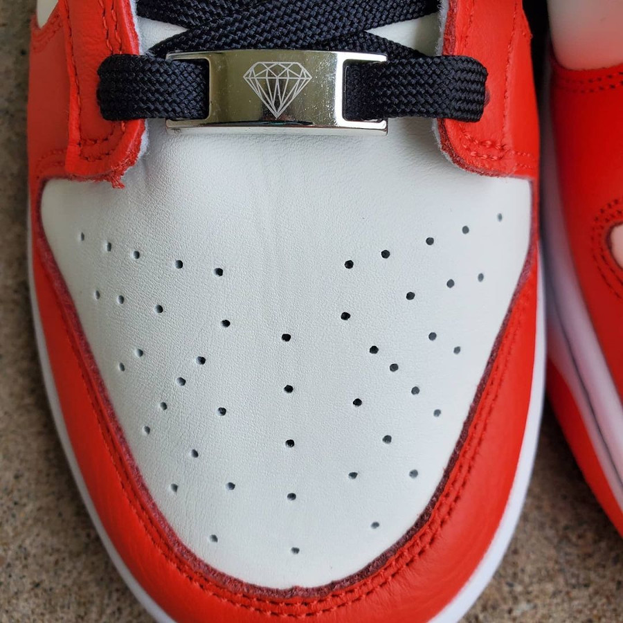 Nike Dunk Low 2021 blanche rouge et noire (1)