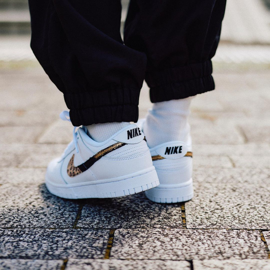 Nike Dunk Low blanche pour fille imprimé léopard serpent et cuir craquelé on feet (1)