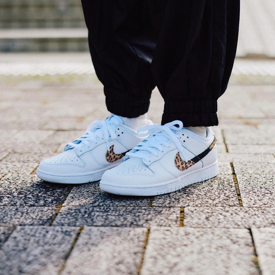 Nike Dunk Low blanche pour fille imprimé léopard serpent et cuir craquelé on feet (2)