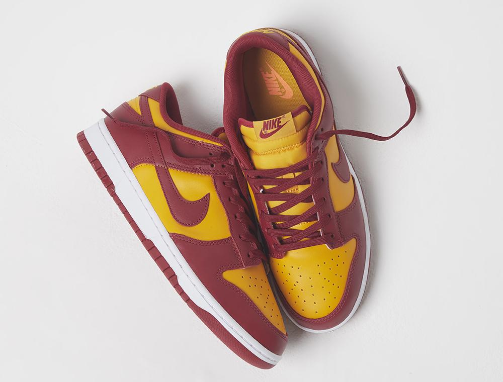 Nike Dunk Low jaune et bordeaux